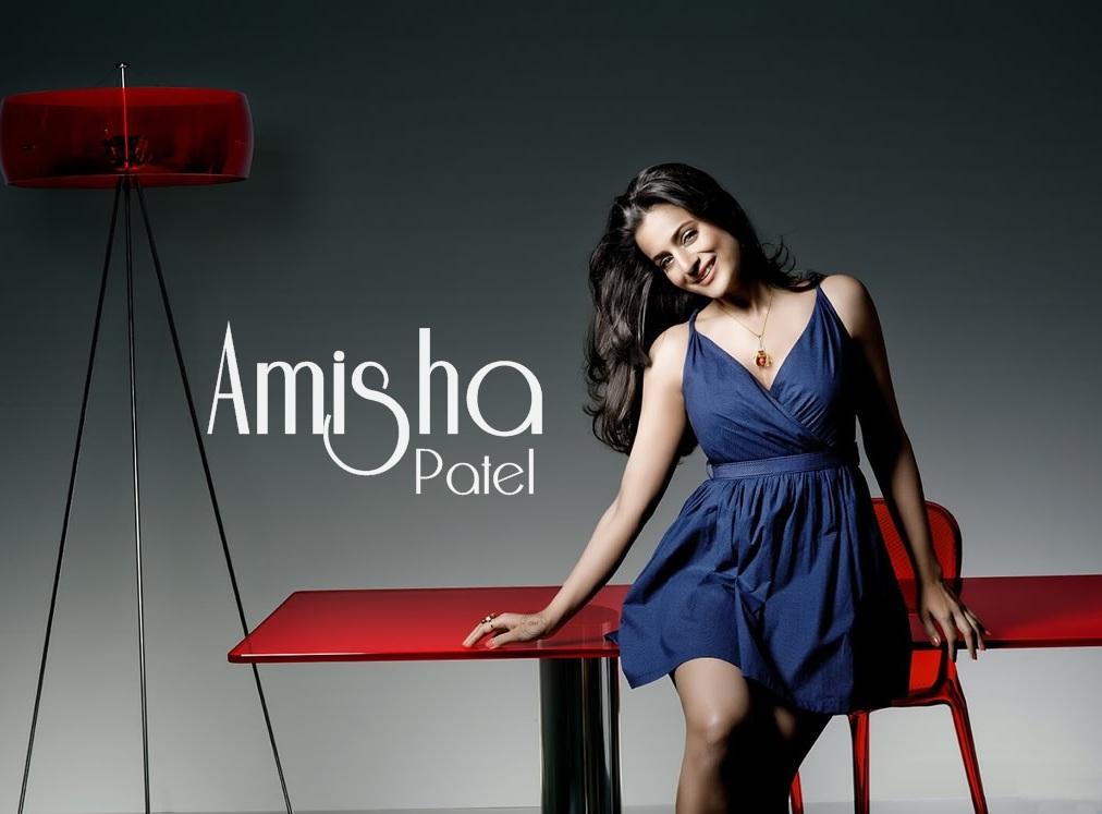 Ameesha Patel Cute HD Wallpaper