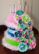 Deze taart is gemaakt met het Magnolia DooBeePops paper.