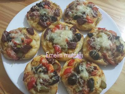 Ev yapımı minik pizzalar