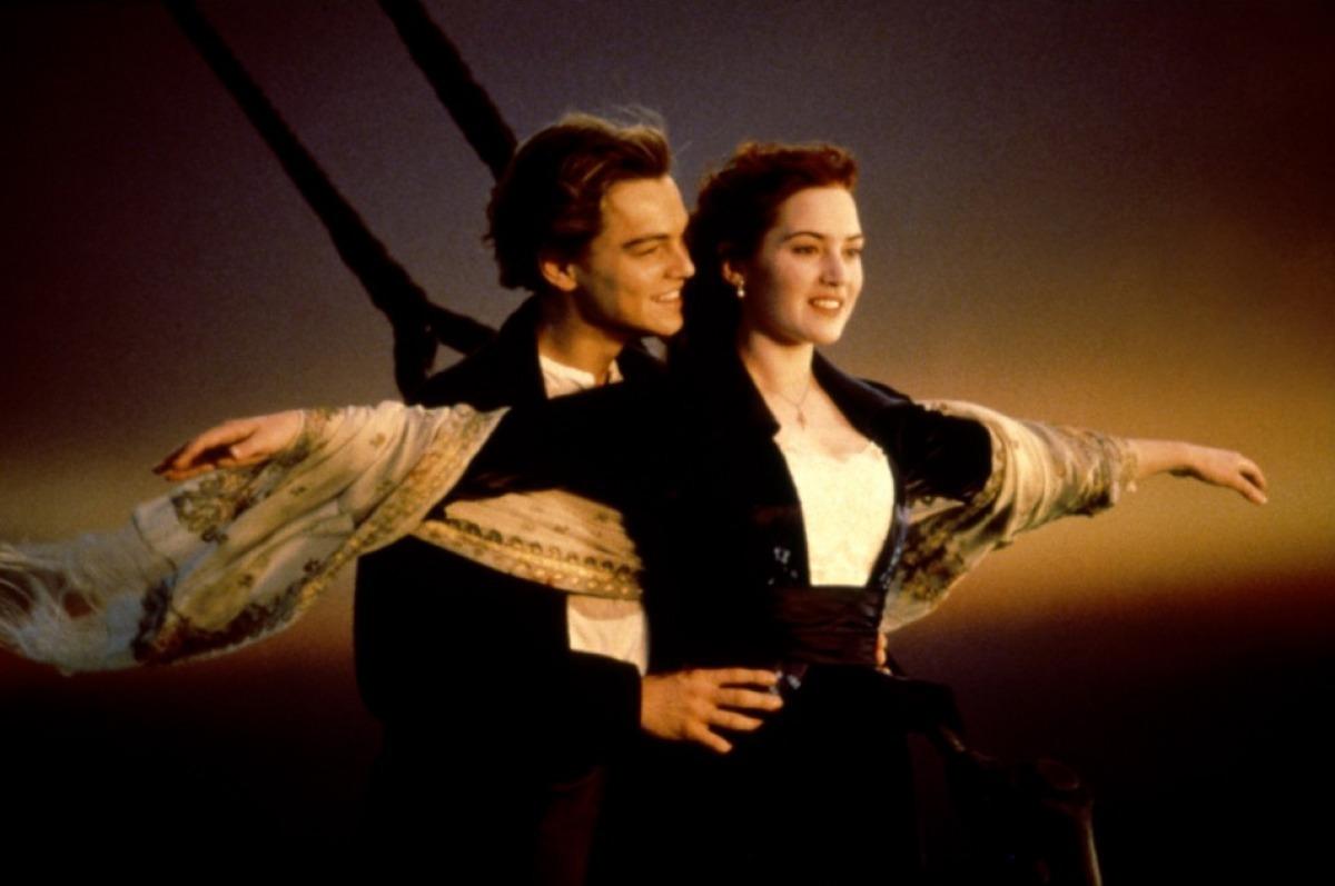 http://3.bp.blogspot.com/-SHiXYB36V7c/TsGQleVSduI/AAAAAAAAHBE/oWZqjWuSIk0/s1600/Titanic-Kate-Winslet-Leonardo-diCaprio-titanic-15307264-1200-797.jpg