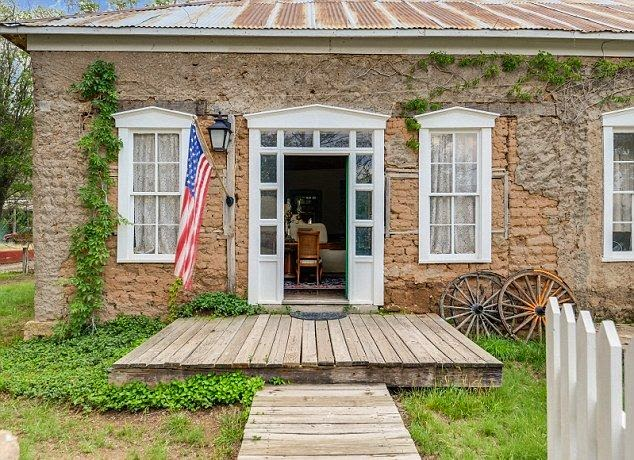 The classic residence standing so cute at the old west town of Lincoln in New Mexico as the owner since 1981, Greg and Dee Miller put those place to market for $ 545,000.