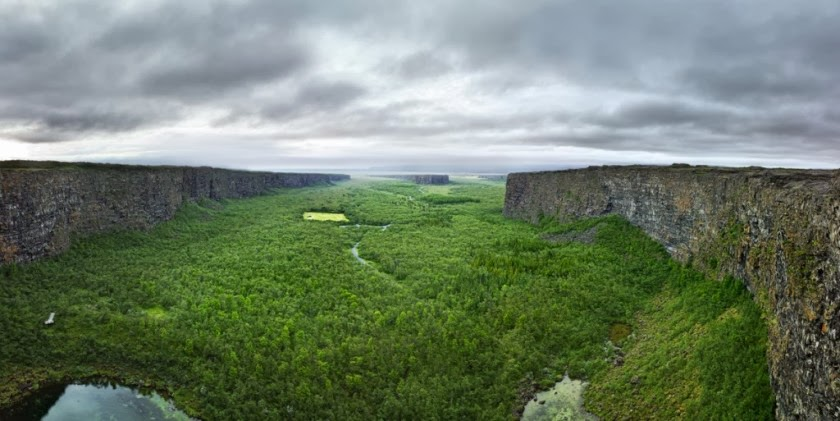 El cañón Ásbyrgi: guía y rutas de senderismo