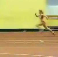 mujer super rápida cae