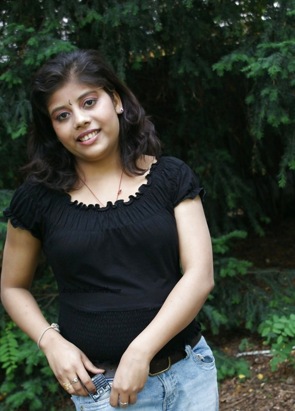 South Indian Housewife Reshma Flashing Her Boobs In Public Park indianudesi.com