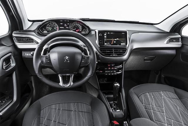 Peugeot 208 2016 - interior