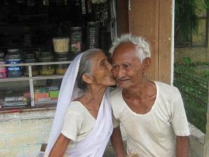 dp bbm kakek nenek romantis gaul pake cium