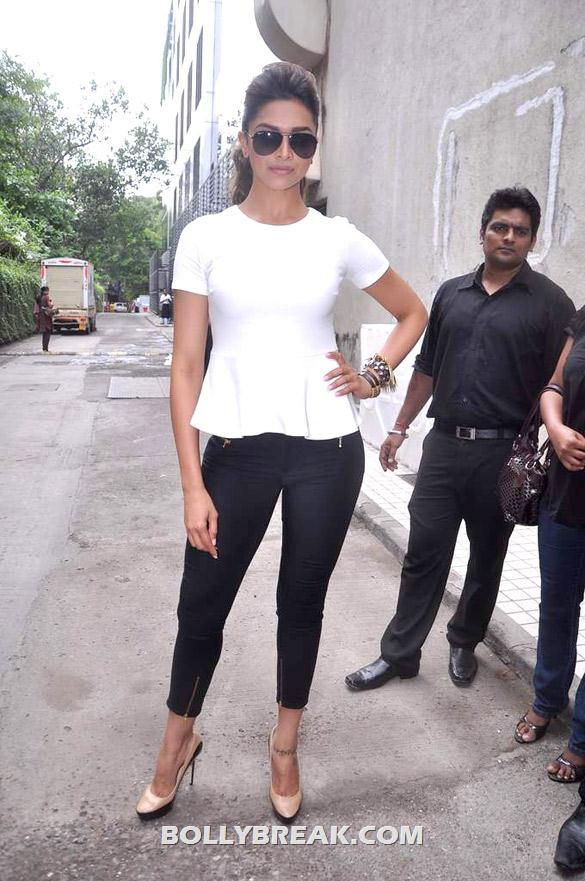 Deepika Padukone - (10) - Deepika launches double issue of Women's Health