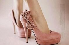 Kurdeleli hoş bir ayakkabı