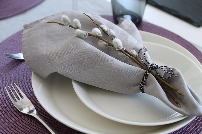 kankainen lautasliina, iittala teema, pääsiäiskattaus, pajunkissa kattauksesa, servetti