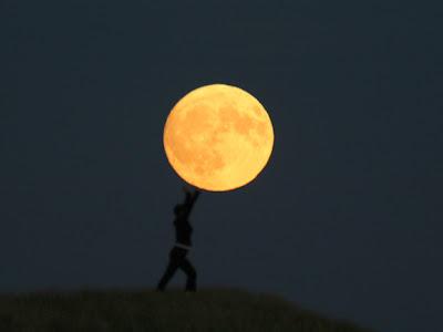 Unik! Karya Seni Bermain Bulan