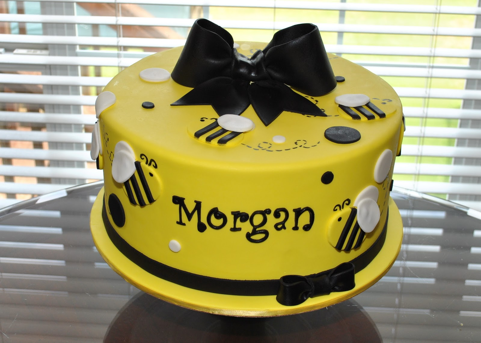 Hope\'s Sweet Cakes: Bumble Bee Cake, Carousel Cake, and Lots More