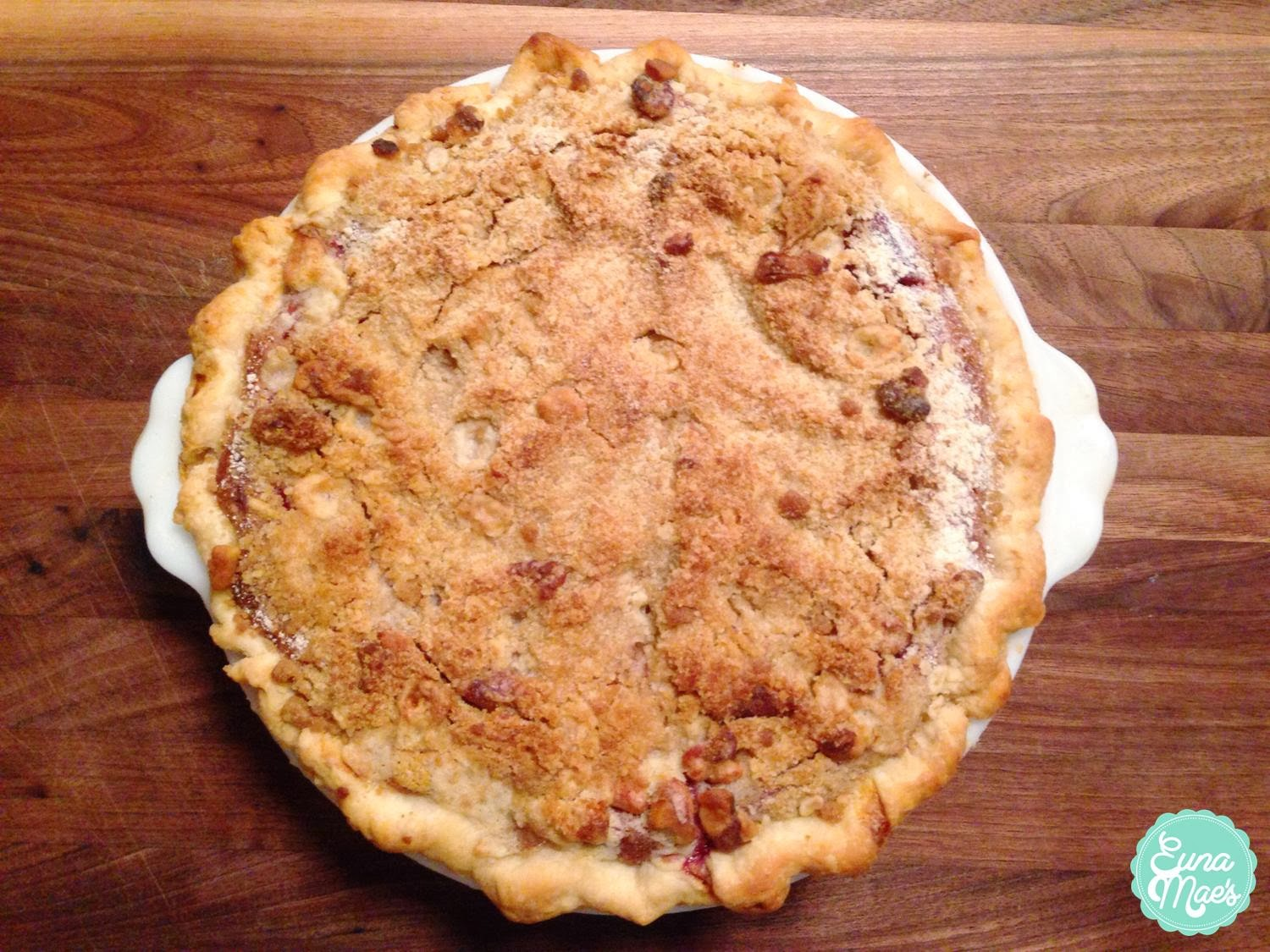 Euna Mae's : raspberry sour cream pie with brown sugar crumble
