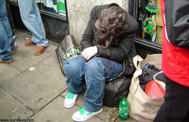 Irlandés muy borracho en el Día de San Patricio