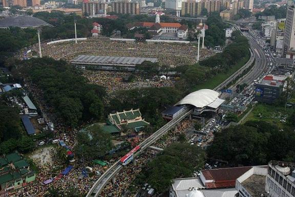 Pakar matematik, Prof Dr Shahrir Md Zain menganggar lebih 700,000 orang menyertai Himpunan Kebangkitan Rakyat di Stadium Merdeka