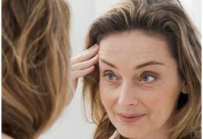 Keriput halus yang ada pada wajah seseorang bisa membuat orang yang mengalaminya tampak le Cara Menghilangkan Keriput Halus Diwajah