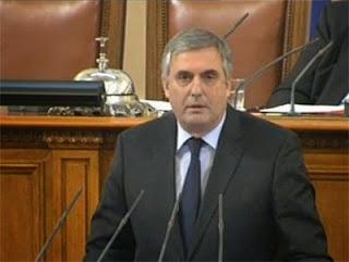Калфин призова: Да променим мнението, че депутатите са хрантутници