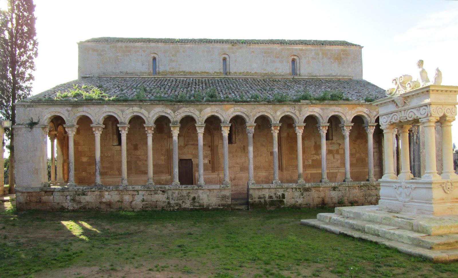 Bisanzio abbazia di santa maria di cerrate for Aggiornare le colonne del portico