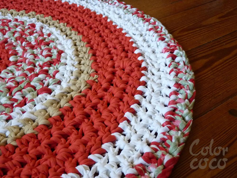 Color coco alfombras tejidas al crochet en totora for Alfombras artesanales tejidas a mano