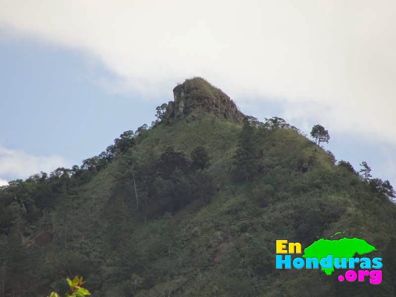 famosa-piedra-de-apaguiz-cerro