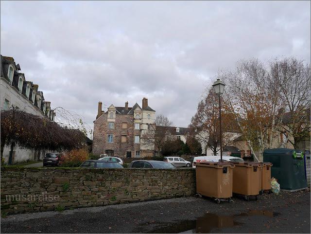 L'hotel richelieu et le château du mail, à Redon, quai duguay trouin