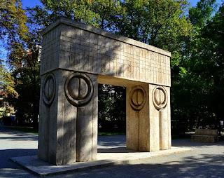 Targu Jiu-Kiss Gate by Constantin Brancusi