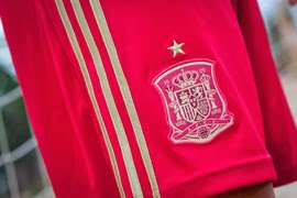 selección española de fútbol pantalones cortos rojos primera equipación mundial 2014