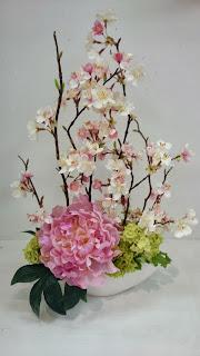 ピオニーと桜のアレンジメント