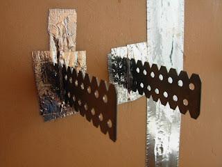 щели заклеены алюминиевым скотчем