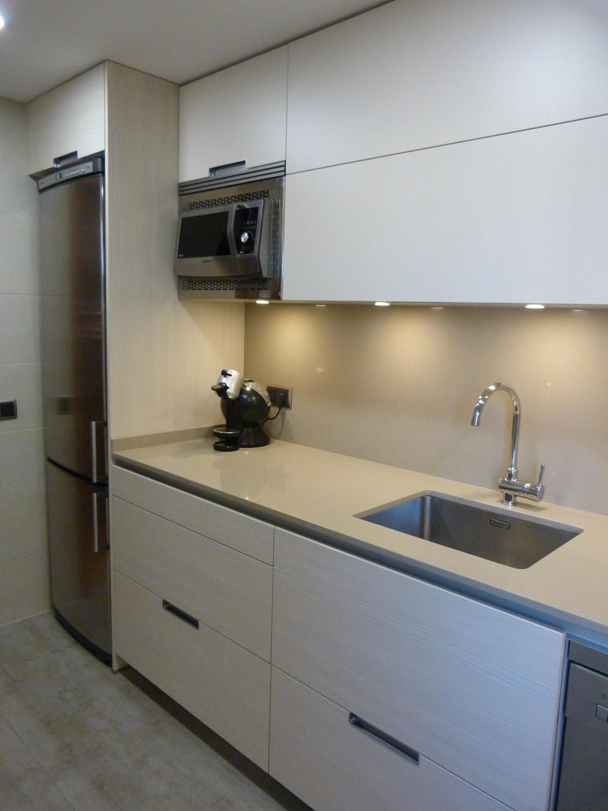 Hogar diez la reforma de una cocina peque a for Cocina 3 metros pared