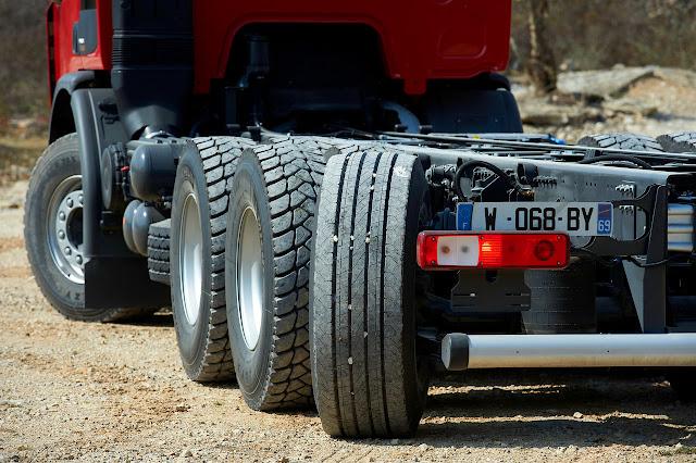 Renault Premium Lander 8x4*4 Tridem trasera