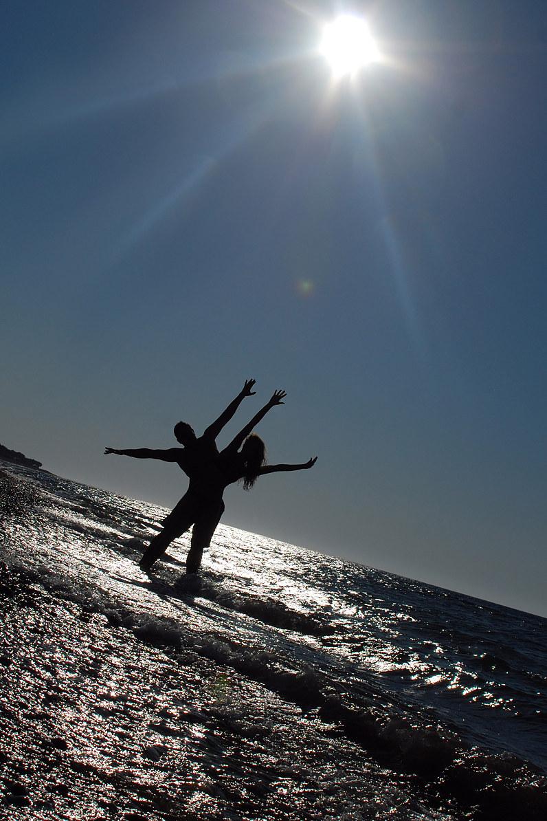 idomi fotosesija užsienyje prie jūros