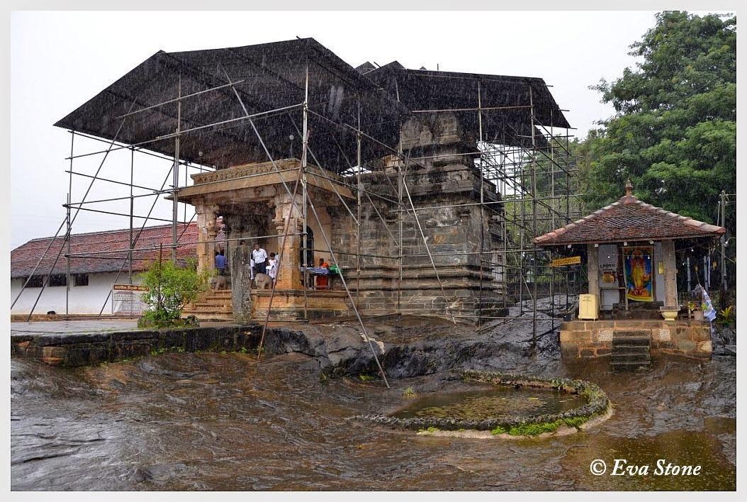 Eva Stone photo, shrine, Vishnu, Buddhist, Gadaladeniya temple