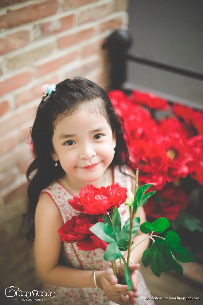 Ảnh bé gái 5 tuổi xinh xắn và đáng yêu