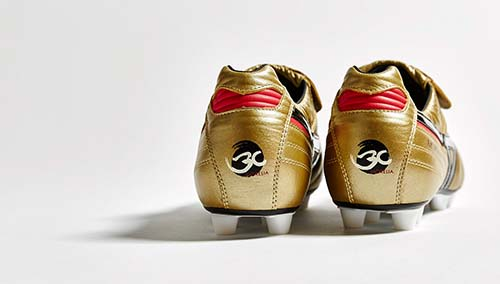 Limited Edition Mizuno Morelia II MD with Gold and Black Color