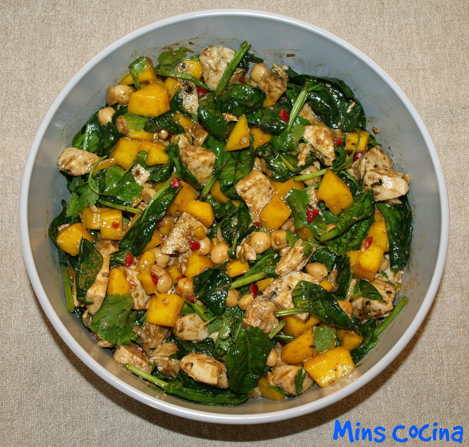 Mins cocina ensalada de pollo y mango con espinacas y for Las mejores ensaladas