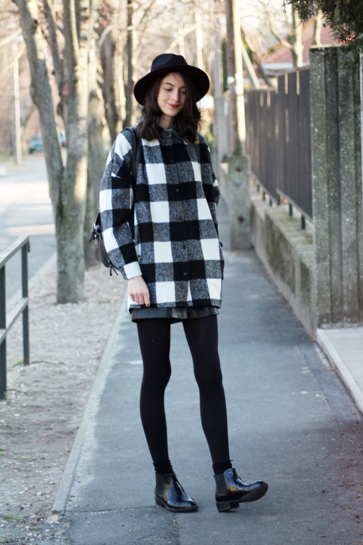 Nora, fashion blogger, wears a cute checkered winter coat