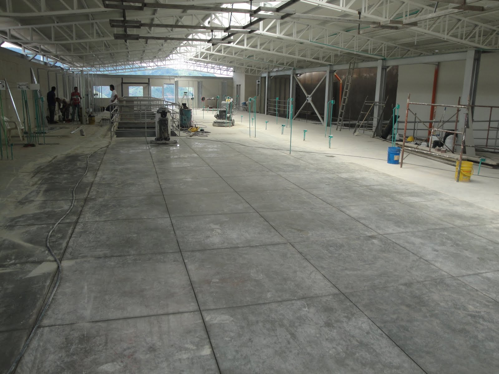 Dekoncreto pisos y aplicaciones pisos en concreto pulido for Pisos para escaleras de concreto