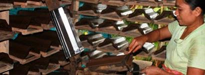 pembuat dan penjual genteng plentong, kodok, morando