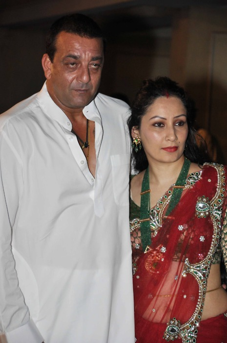 Sanjay Dutt and Manyata at Mata Ki Chowki - bollybreak_com_tumblr_lslehbRfPl1qmi86no1_500 ( more at www.bollybreak.com ) - Sanjay Dutt and Manyata at Mata Ki Chowki