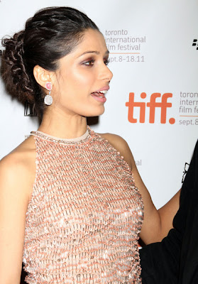 freida pinto Look Gorgeous Award Night Wallpaper