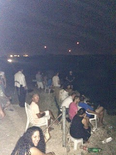 Israelís se sientan a disfrutar la matanza comiendo palomitas