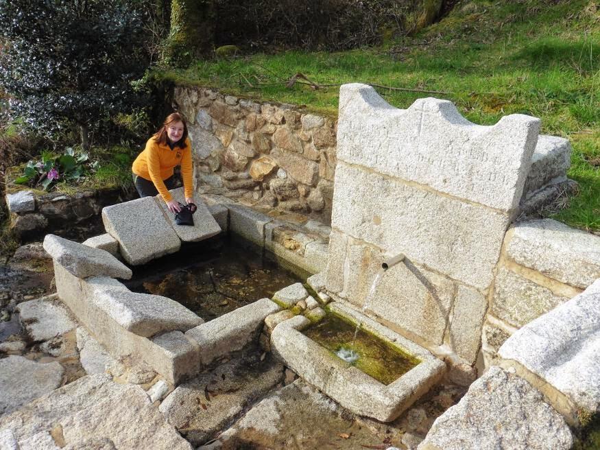 de ricos elementos como casas de piedra hrreos pontones varias fuentes y numerosos lavaderos