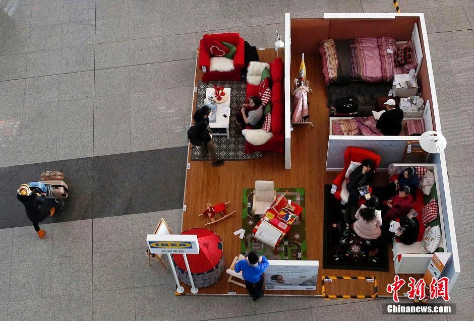 IKEA sorgt für Schlafplätze in Betten am Pekinger Flughafen