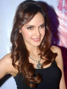 Shazahn-Padamsee-Hot-Bollywood-Actress