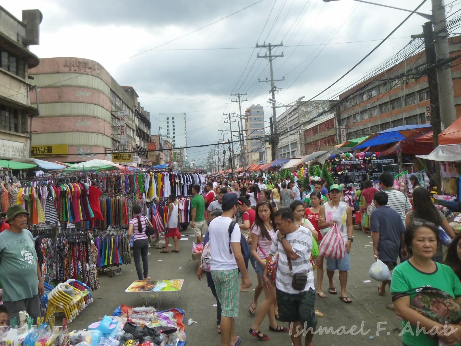 Crowded Recto Avenue In Divisoria