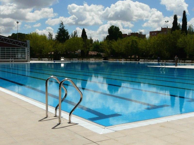 Aluche madrid la piscina de aluche cerrada por el paro for Las mejores piscinas municipales de madrid