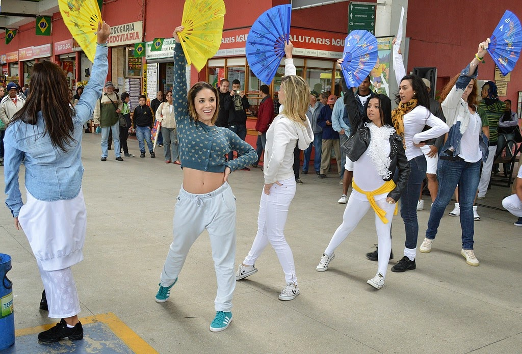 Flash mob contou com apresentação de funk, hip hop nacional e samba