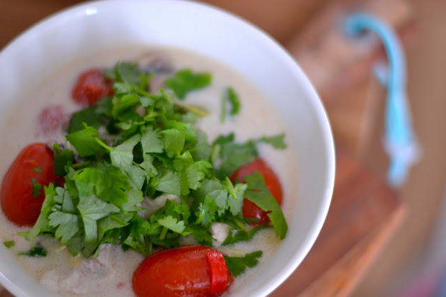 Thaimaalainen tom kha gai -keitto