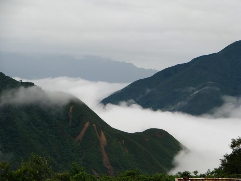 Mây phủ trên Núi ở Sapa