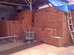Terlepas dari masalah kenaikan harga, mari kita ketahui jenis yang sering digunakan dalam proses pembuatan rumah terlebih dahulu, diantaranya ada batu bata merah biasa dan oven, batako, dan batu andesit.
